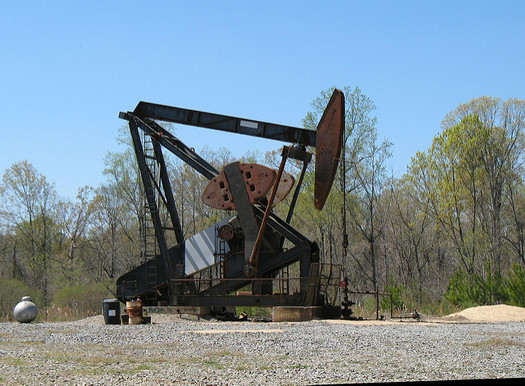 Researchers say nearly half of all known U.S. oil reserves are dependent on subsidies. (Natalie Maynor/Flickr)