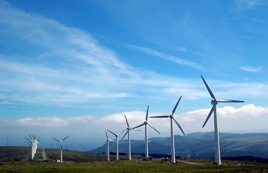 In order to achieve its clean energy goals, New York state will need to develop more utility-scale renewable power. (makunin/Pixabay)