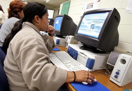 Entre los principales grupos demogr�ficos, las mujeres latinas son el grupo con menores ingresos de Estados Unidos. (Tim Boyle(Getty Images)