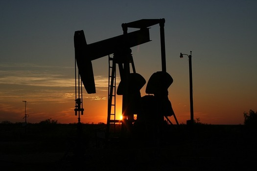 Researchers found that when oil prices are down, tax breaks prop up returns for fossil fuel investors. (Pixabay)