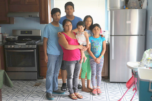 A new report from the Annie E. Casey Foundation encourages public policies designed to keep immigrant families together. (GettyImages)