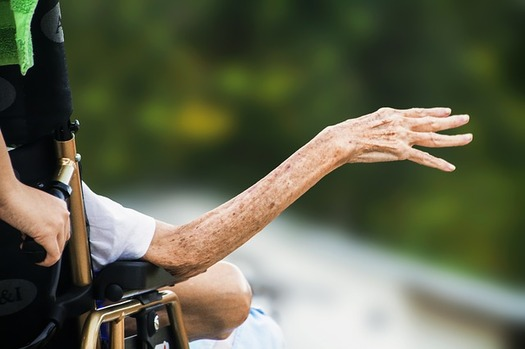 Nearly three in four Medicare recipients received fewer than 90 days of hospice care, according to a report. (maxlkt/Pixabay)