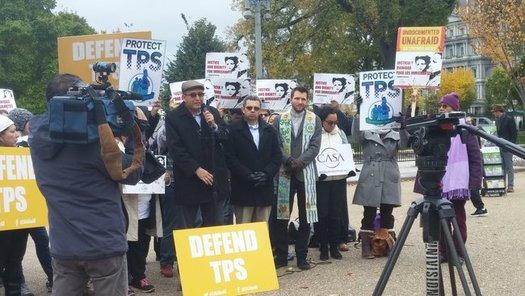 Protestors defend the TPS program at a rally in front of the White House on Tuesday. (Sarah Hall/Carecen)