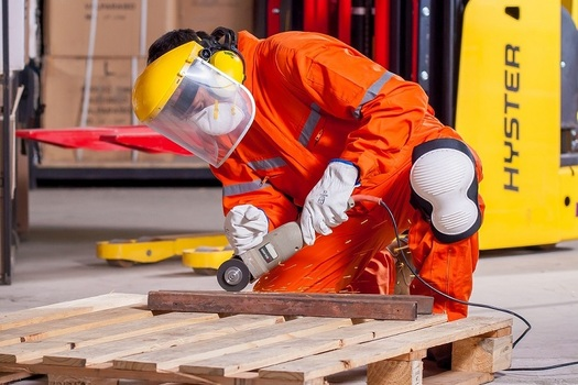 Est�n creciendo en Texas los empleos en manufactura y en otras industrias que pagan bien y no exigen un t�tulo de bachiller (BA) o de 4 a�os, seg�n indica un nuevo reporte.