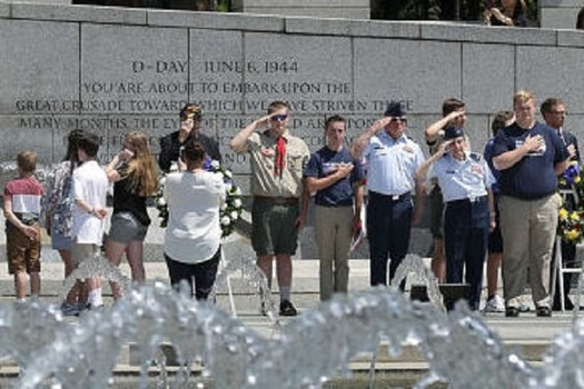 A group of military veterans and their families attend ceremonies at the World War II Memorial in Washington, D.C. (Somoderville./Getty Images