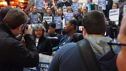 La campa�a pro Iniciativa 940 ha reunido m�s de 300,000 firmas. (De-Escalate Washington).