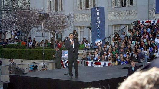 President Barack Obama speaks to the crowd in Oakland, Calif., in 2007. (Devin Kearns/Wikimedia Commons)