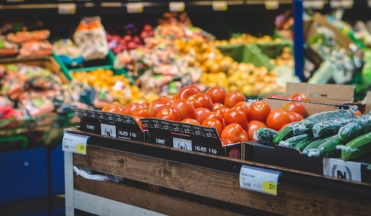 Studies show that SNAP benefits help families purchase healthier diets. (TeroVesalainen/Pixabay)