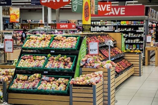 Studies show that SNAP benefits help families purchase healthier diets. (stevepb/Pixabay)