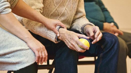 More than 800,000 Washingtonians are family caregivers. (StockSnap/Pixabay)