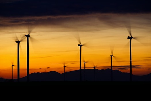 Planned transmission expansion and upgrades may not meet the near-term public goals for corporate wind and solar energy procurement, according to the Wind Energy Foundation. (Pixabay)