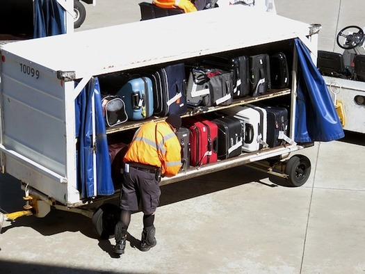 Airport workers say JetBlue subcontractors have intimidated them for organizing. (BonnieHenderson/Pixabay)