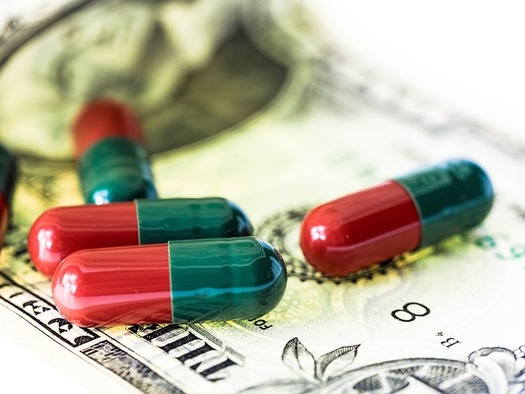 A bill in the Oregon House would require prescription drug companies to report data on their drug costs in other countries. (TBIT/Pixabay)