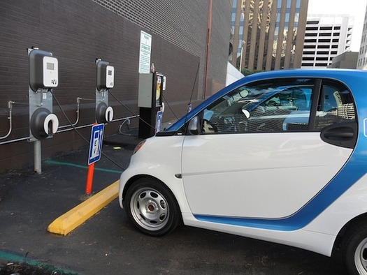 A study says the state will need up to five fast-charging stations for every 1,000 electric cars. (GuillermoMemo/Pixabay)