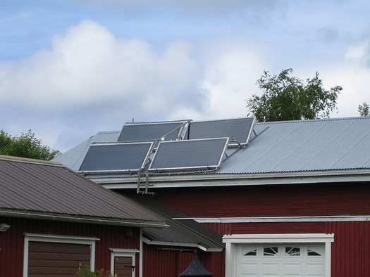 Tennessee consumers wishing to go solar have less incentive to, based on lower TVA buy-back rates for the power they generate. (Henri Sivonen/flickr)