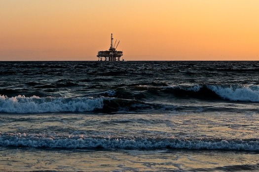 The plan proposes opening 90 percent of U.S. coastal waters to oil and gas development. (catmoz/Pixabay)