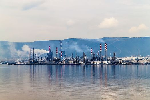 Critics of natural gas warn that it produces an abundance of the potent greenhouse gas methane. (isakarakus/Wikimedia Commons)