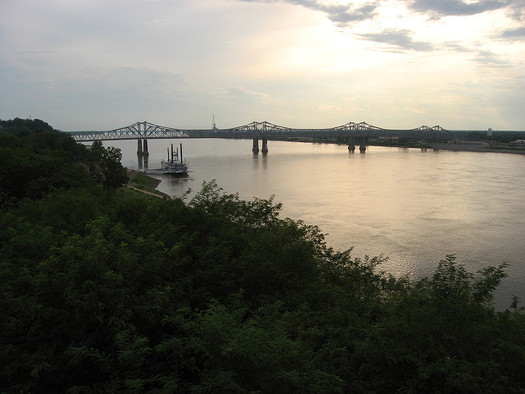 The Mississippi River separates Illinois and Missouri.  (Ken Lund/Flickr)