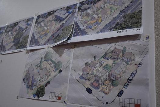 """Varios artistas crearon dise�os ah� mismo durante el trabajo conjunto en """"charrette"""" �en carreta� para reimaginar �reas de San Jos� (AARP)"""