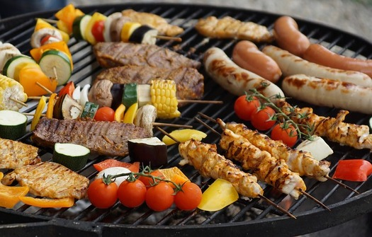 For heart-healthy barbecues this summer, add veggies and fruit to the grill instead of making traditional dishes like potato or macaroni salad. (pixabay)