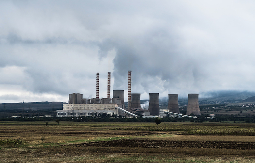 Replacing older power plants with gas-fired facilities would require an investment of $500 billion, and would lock in another $480-billion in fuel costs. (PXhere)