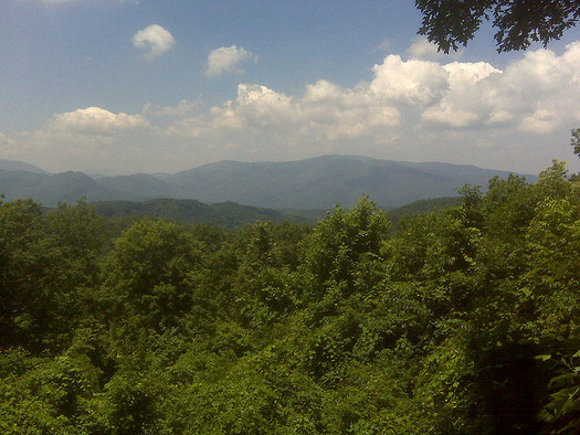 Environmental advocates worry the haze of the Great Smoky Mountains that comes from air pollution could grow worse if protections are reduced. (Bart Everson/Flickr)