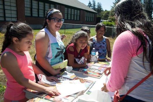 Los programas de aprendizaje de verano dan a los chicos tambi�n oportunidades de adquirir destrezas de aprendizaje social y emocional. (School�s Out Washington)