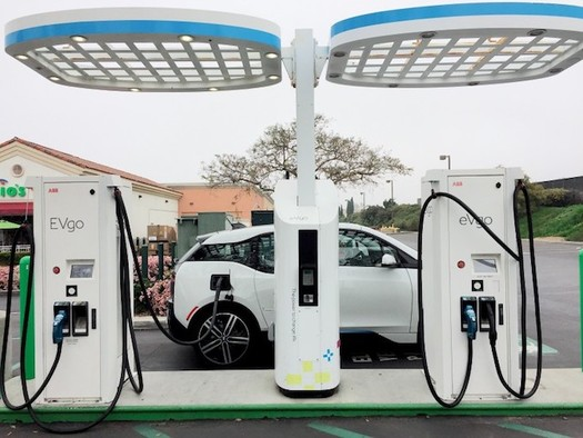 California recently approved more than $700 million for utility companies to invest in electric-vehicle charging infrastructure. (TonyTheTigersSon/Twenty20)