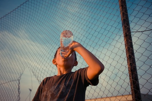Four gulps of water for every 15 minutes of outdoor activity can help children avoid dehydration. (Pixabay)