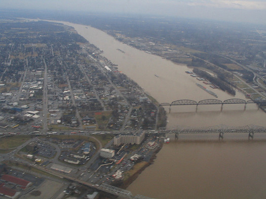 Environmental groups say the Ohio River is still plagued by pollution that threatens public health. (Ken Lund/Flickr)
