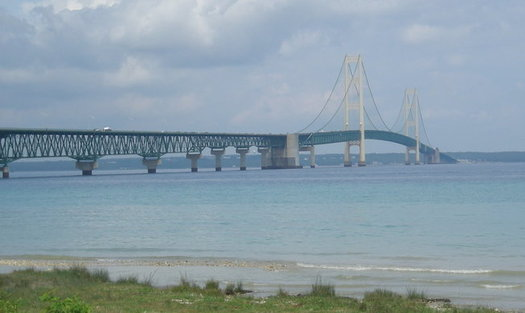 A recent government report showed an oil spill in the Straits of Mackinac could generate costs of $2 billion to $6 billion in damages. (Wikimedia Commons)