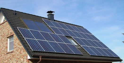 There are currently 200,000 solar-powered households in New York state. (skeeze/Pixabay)