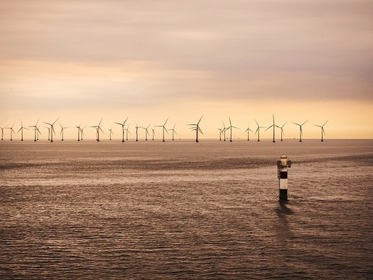 Contracts for the first 800 megawatts of New York offshore wind power may be signed by June. (PTNorbert/Pixabay)