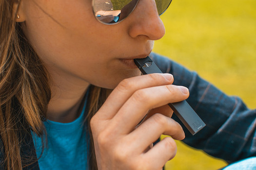 Many vaping devices are very easy to conceal. (Vaping360/Flickr)