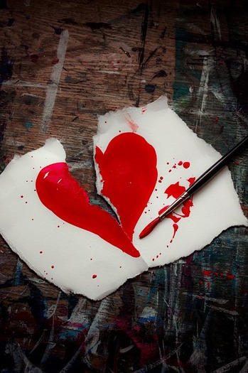 Victims of teen dating violence can get help by texting 22522. (LunarSeaArt/Pixabay)