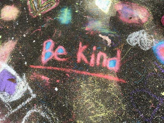 "Experts say kindness stimulates ""feel-good"" chemicals in the brain that can improve a person's mood and reduce stress, anxiety and pain. (ReneeBigelow/Flickr)"