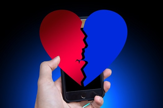 Romance scammers create fake profiles, build relationships with individuals through social media, dating apps and websites, and then attempt to steal their money and disappear.(geralt/Pixabay)
