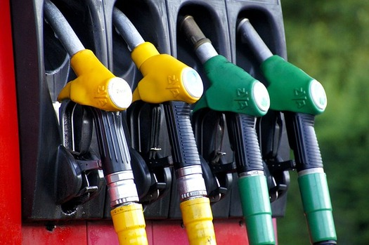 The Renewable Fuel Standard requires the blending of increasing quantities of biofuels into the U.S.  surface-vehicle transportation fuel supply. (IADE-Michoko/Pixabay)