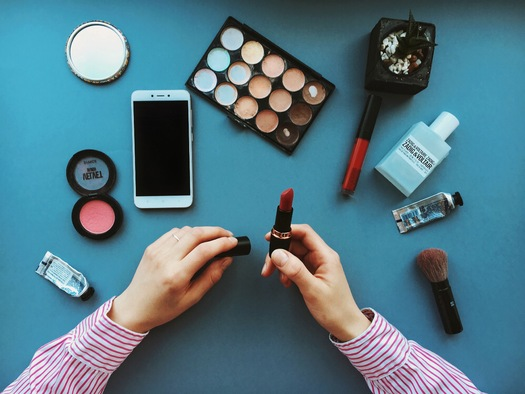 Current state and federal law does not prohibit the sale of cosmetics with toxic chemicals on the ingredient list. (Twenty20)
