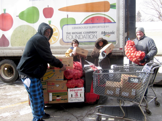 As brick-and-mortar grocery stores disappear in many places across Minnesota, mobile food shelves help the one in 11 state households affected by hunger. (hungersolutions.org)