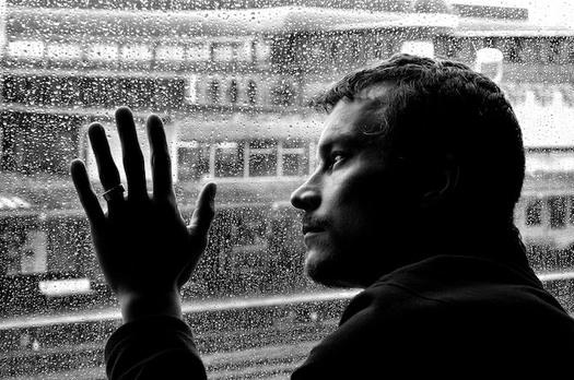 Los expertos profesionales de la salud mental dicen que cuando la gente se abre en sus sentimientos de depresi�n y otros problemas, no se trata de �corregir� el problema o cambiar el tema, sino escuchar paciente y activamente. (Publicdomainpictures)