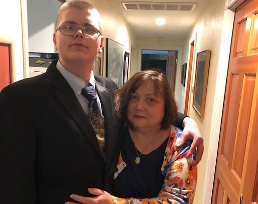 El hijo (izq.) de Shannon Beigert's tiene autismo y, ahora que cumplió los 18 años, también tiene un cuidador externo. (Courtesy of Shannon Beigert)