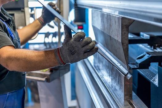 Illinois has lost about 300,000 manufacturing jobs since 2000. (jarmoluk/Pixabay)
