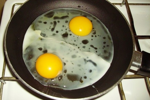 Toxic chemicals called PFAS are used in common products such as non-stick frying pans. (JPC24M/Flickr)