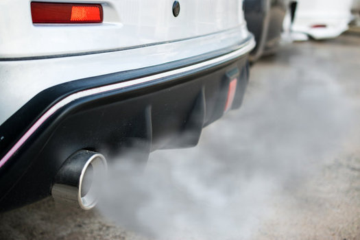 Tailpipe pollution hurts air quality and has been linked to higher rates of asthma and premature death. (Olando/Adobestock)