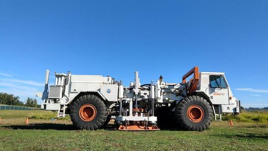 A machine developed at the University of Texas simulates earthquakes and is testing the effectiveness of microbes for securing soil from liquefaction. (Leon Van Paassen/Arizona State University)
