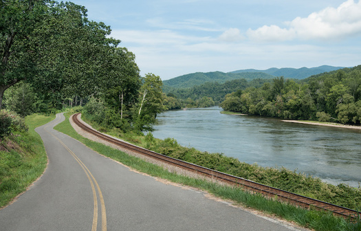 The Tennessee, Cumberland and Mississippi rivers are the three longest waterways running through Tennessee. (Adobe Stock)