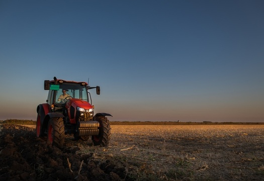 Farmers can play a crucial role in fighting climate change by adopting practices that improve soil health and capture carbon, but a new report suggests the federal government isn't doing enough to help them. (Adobe Stock)
