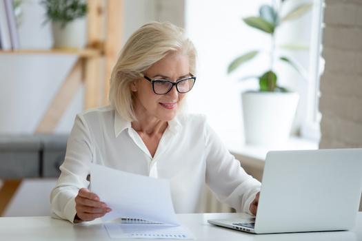 Women face more challenges to saving money for retirement than men do. (fizkes/Adobe Stock)