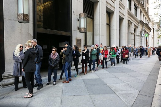 Consolidation of poling places led to long lines in many areas on primary day. (Voice of America/public domain)